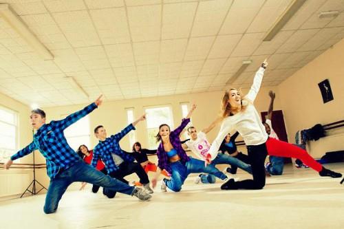 танцоры счастливы вместе